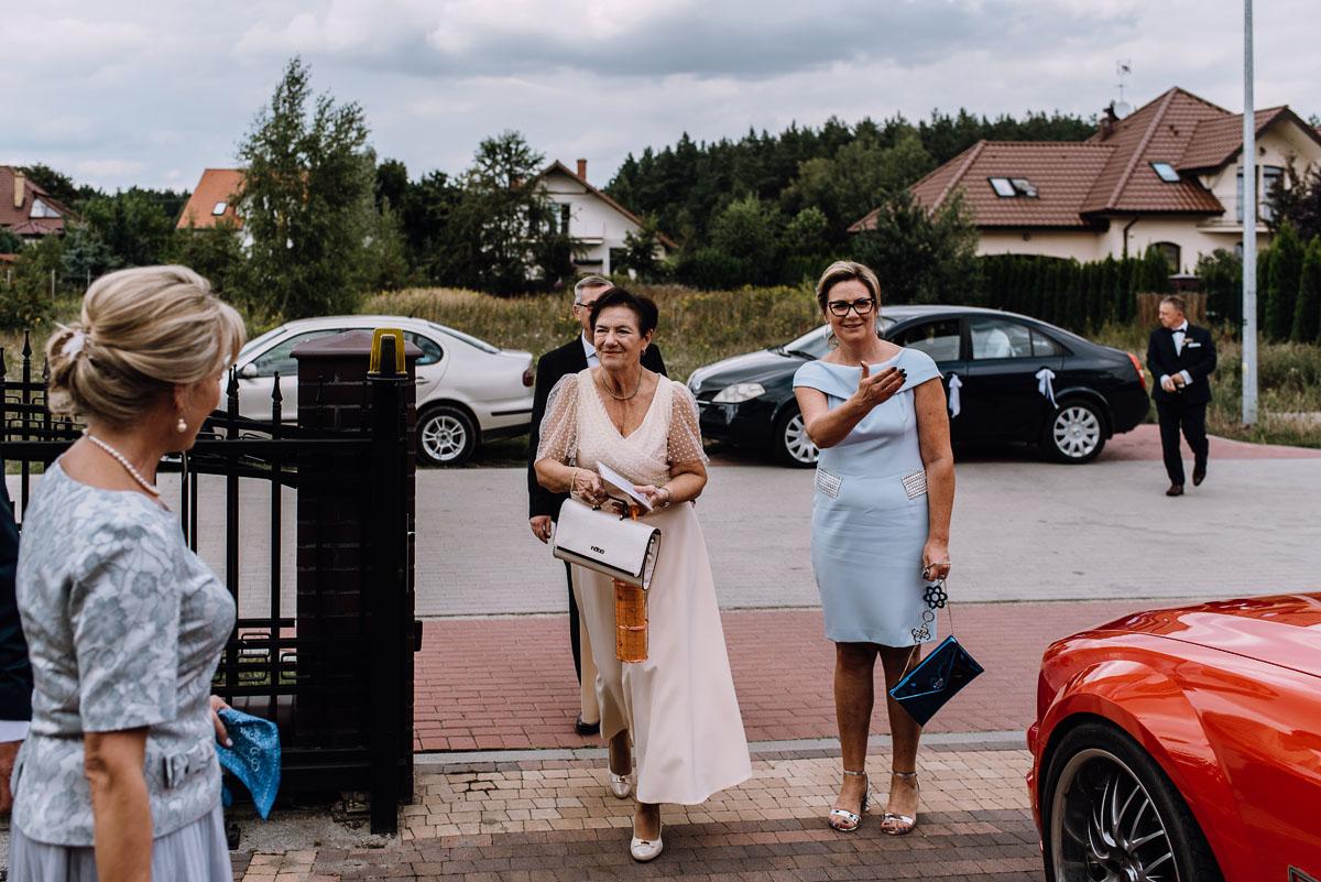 reportaz-slubny-parafia-NMP-Wspomozycielki-Wiernych-Niemcz-restauracja-Maestra-Opera-Nova-Bydgoszcz-Monika-Adrian-031