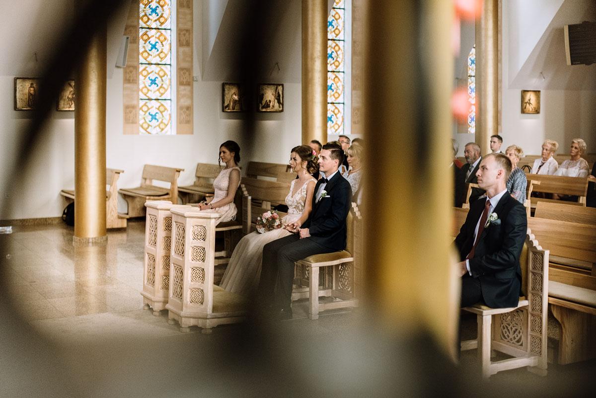 reportaz-slubny-parafia-NMP-Wspomozycielki-Wiernych-Niemcz-restauracja-Maestra-Opera-Nova-Bydgoszcz-Monika-Adrian-071
