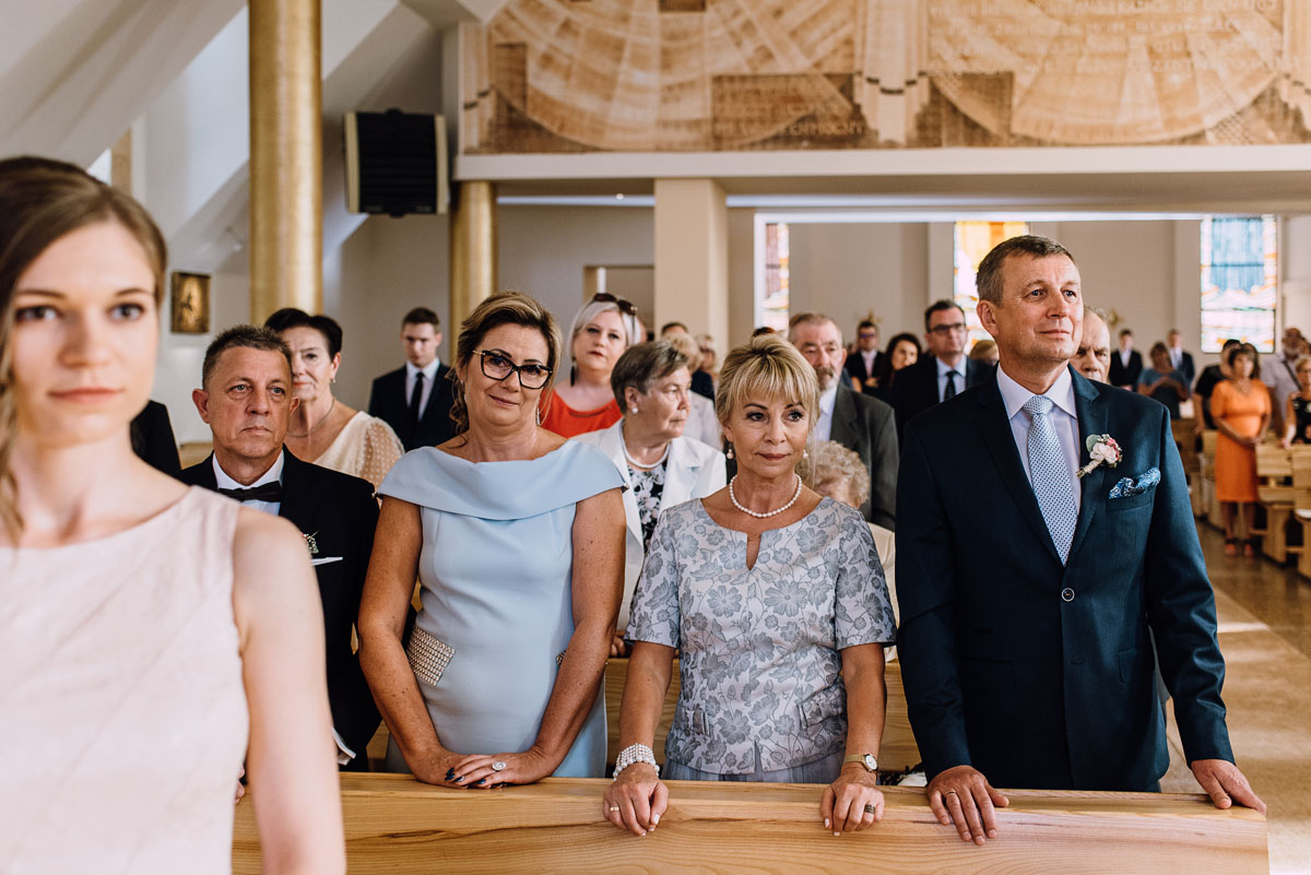 reportaz-slubny-parafia-NMP-Wspomozycielki-Wiernych-Niemcz-restauracja-Maestra-Opera-Nova-Bydgoszcz-Monika-Adrian-080