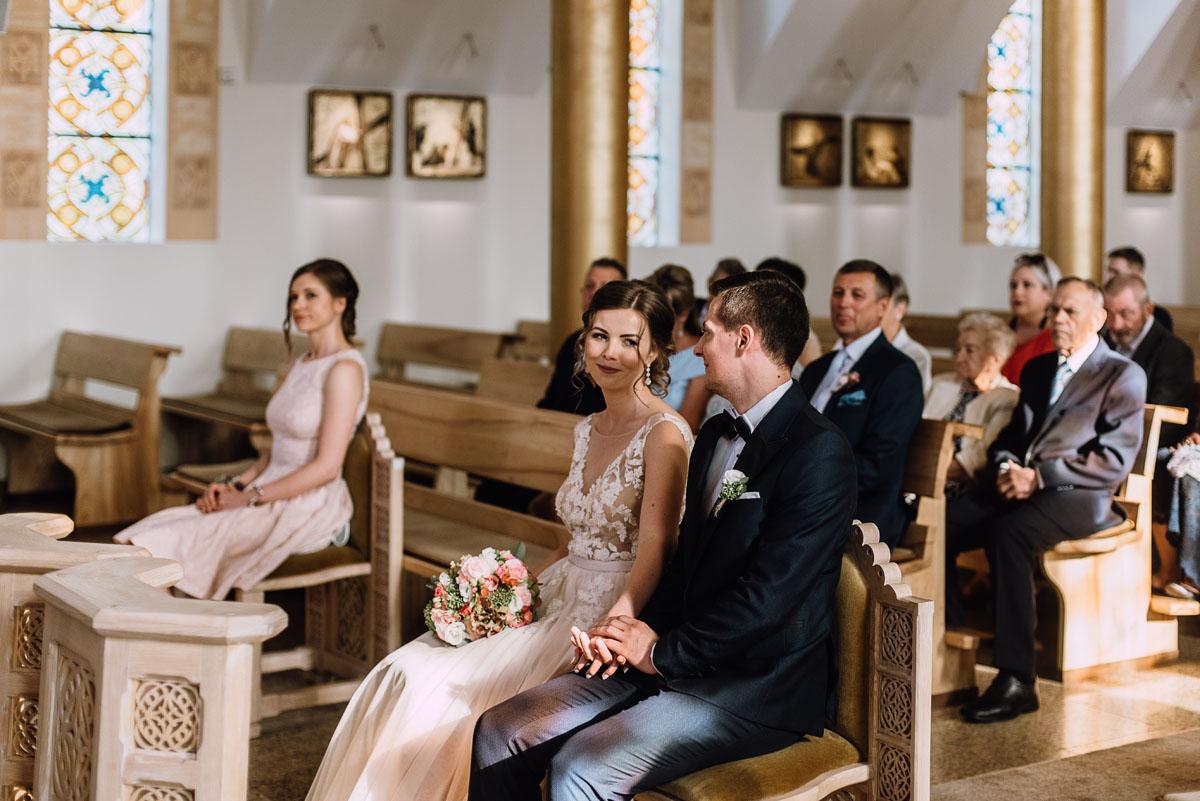 reportaz-slubny-parafia-NMP-Wspomozycielki-Wiernych-Niemcz-restauracja-Maestra-Opera-Nova-Bydgoszcz-Monika-Adrian-089