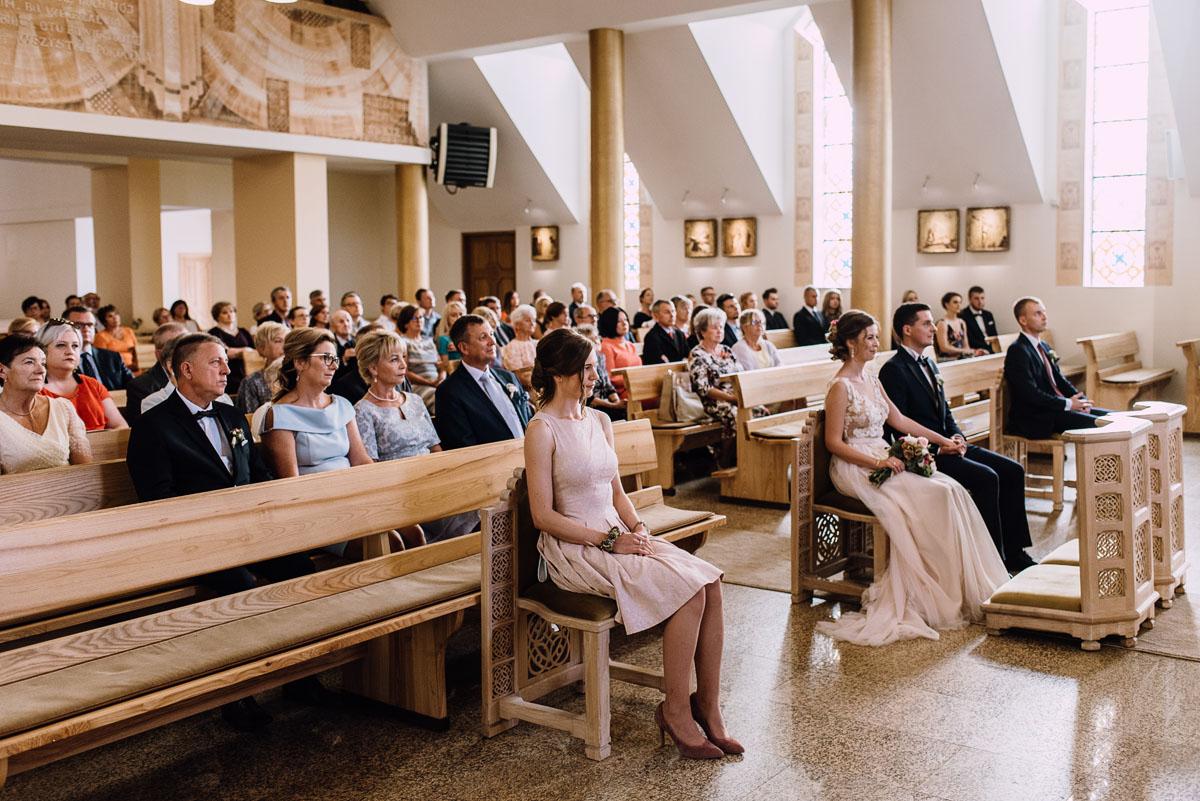 reportaz-slubny-parafia-NMP-Wspomozycielki-Wiernych-Niemcz-restauracja-Maestra-Opera-Nova-Bydgoszcz-Monika-Adrian-093