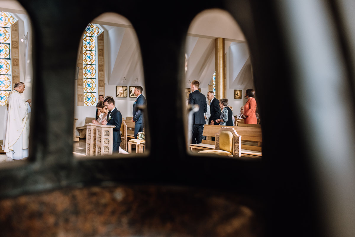 reportaz-slubny-parafia-NMP-Wspomozycielki-Wiernych-Niemcz-restauracja-Maestra-Opera-Nova-Bydgoszcz-Monika-Adrian-104