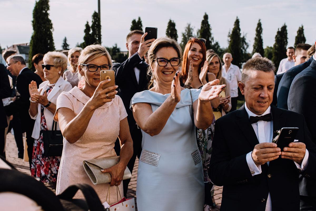 reportaz-slubny-parafia-NMP-Wspomozycielki-Wiernych-Niemcz-restauracja-Maestra-Opera-Nova-Bydgoszcz-Monika-Adrian-113