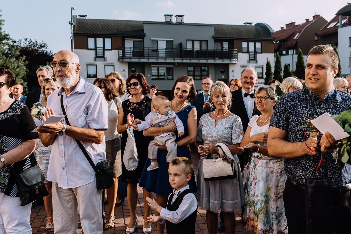reportaz-slubny-parafia-NMP-Wspomozycielki-Wiernych-Niemcz-restauracja-Maestra-Opera-Nova-Bydgoszcz-Monika-Adrian-114