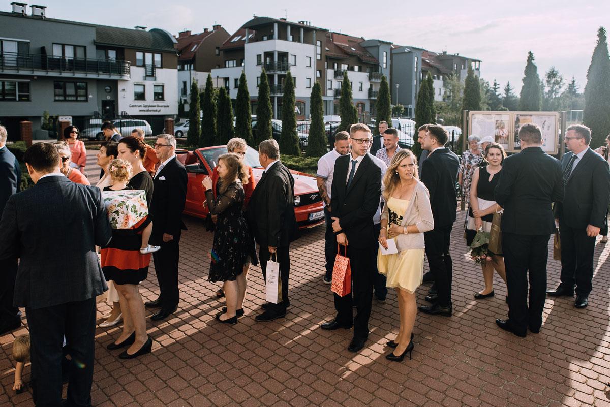 reportaz-slubny-parafia-NMP-Wspomozycielki-Wiernych-Niemcz-restauracja-Maestra-Opera-Nova-Bydgoszcz-Monika-Adrian-123