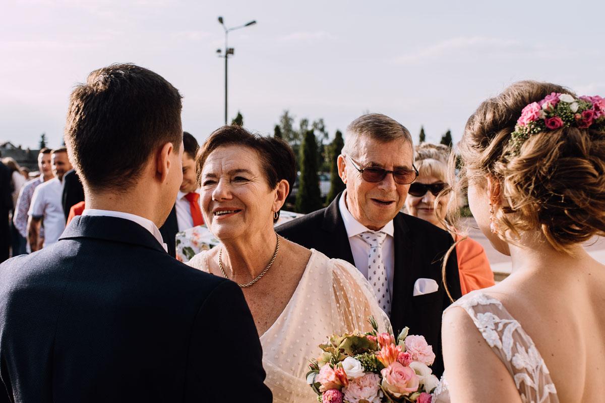 reportaz-slubny-parafia-NMP-Wspomozycielki-Wiernych-Niemcz-restauracja-Maestra-Opera-Nova-Bydgoszcz-Monika-Adrian-127