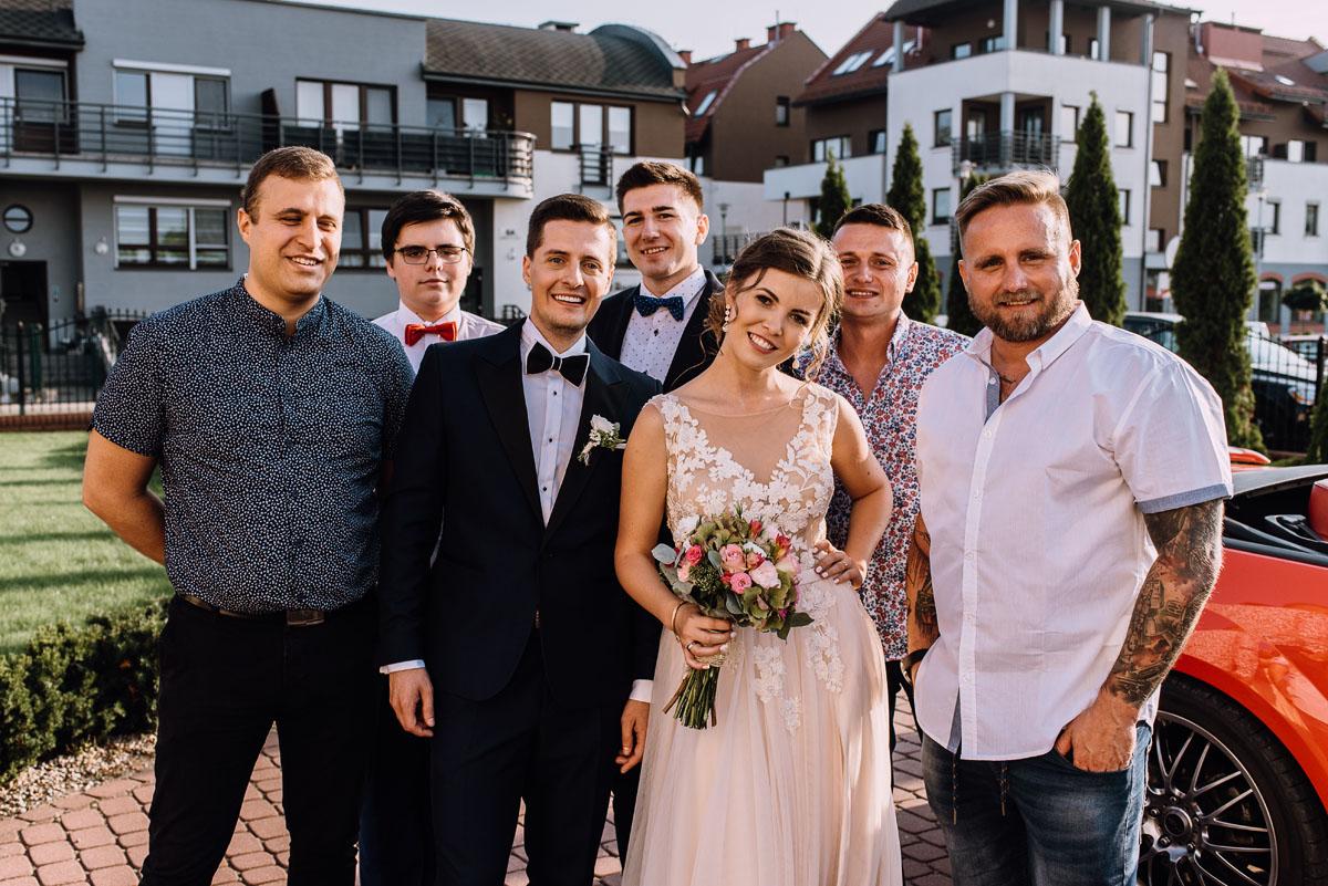 reportaz-slubny-parafia-NMP-Wspomozycielki-Wiernych-Niemcz-restauracja-Maestra-Opera-Nova-Bydgoszcz-Monika-Adrian-135