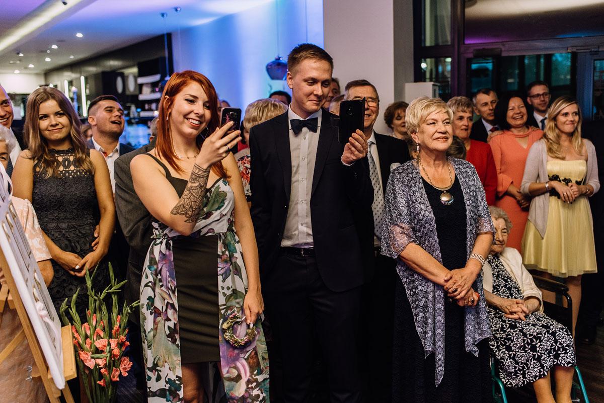 reportaz-slubny-parafia-NMP-Wspomozycielki-Wiernych-Niemcz-restauracja-Maestra-Opera-Nova-Bydgoszcz-Monika-Adrian-179