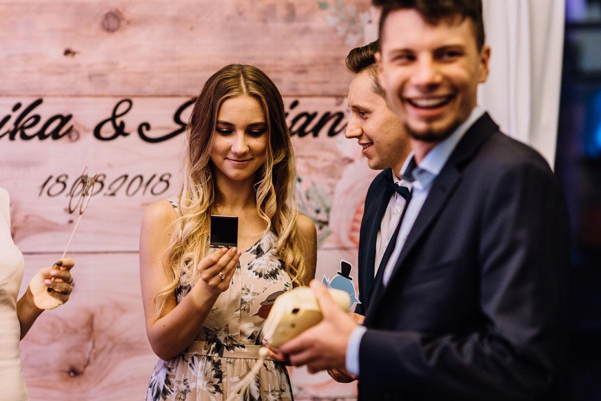 reportaz-slubny-parafia-NMP-Wspomozycielki-Wiernych-Niemcz-restauracja-Maestra-Opera-Nova-Bydgoszcz-Monika-Adrian-208