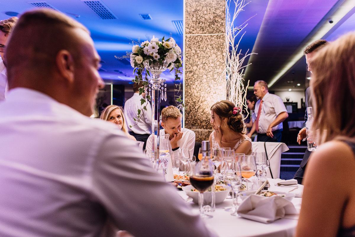 reportaz-slubny-parafia-NMP-Wspomozycielki-Wiernych-Niemcz-restauracja-Maestra-Opera-Nova-Bydgoszcz-Monika-Adrian-246