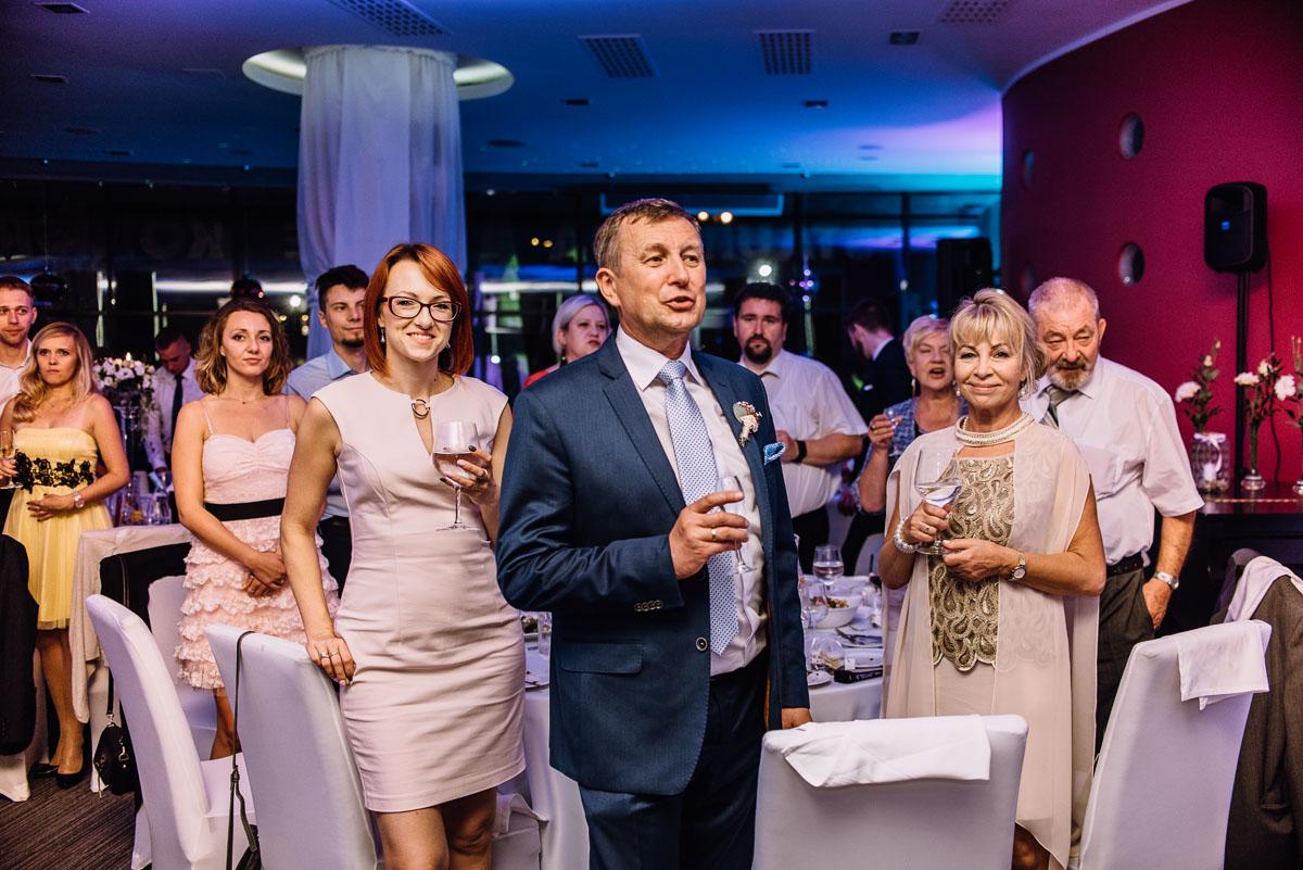 reportaz-slubny-parafia-NMP-Wspomozycielki-Wiernych-Niemcz-restauracja-Maestra-Opera-Nova-Bydgoszcz-Monika-Adrian-247