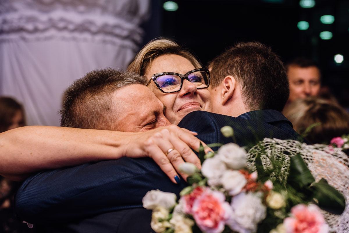 reportaz-slubny-parafia-NMP-Wspomozycielki-Wiernych-Niemcz-restauracja-Maestra-Opera-Nova-Bydgoszcz-Monika-Adrian-260