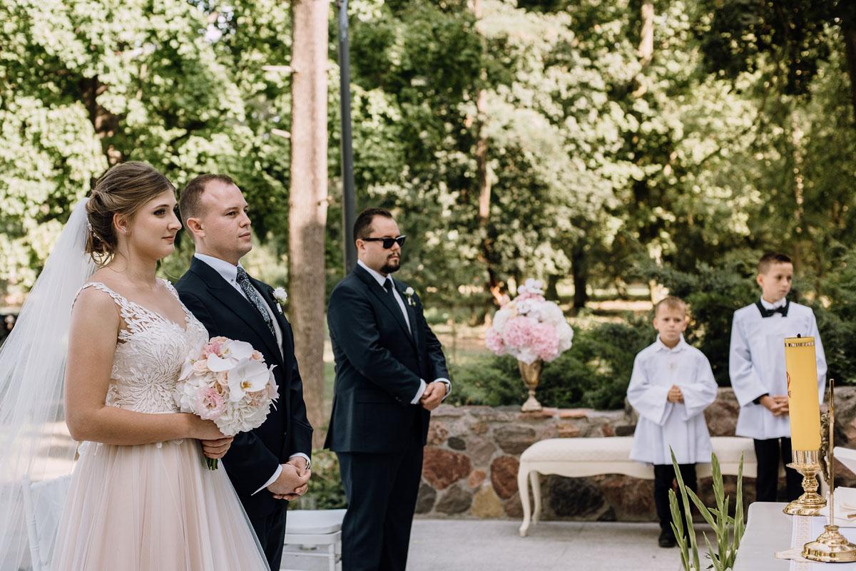 slub-plenerowy-w-kolorze-rozowego-szampana-natalia-i-kazimierz-palac-romantyczny-turzno-swietliste-fotografujemy-emocje-078