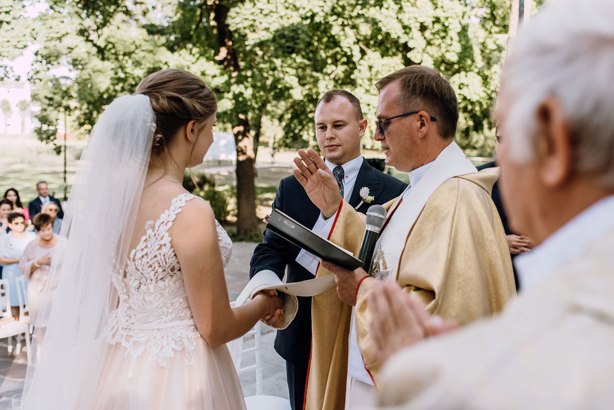 slub-plenerowy-w-kolorze-rozowego-szampana-natalia-i-kazimierz-palac-romantyczny-turzno-swietliste-fotografujemy-emocje-103