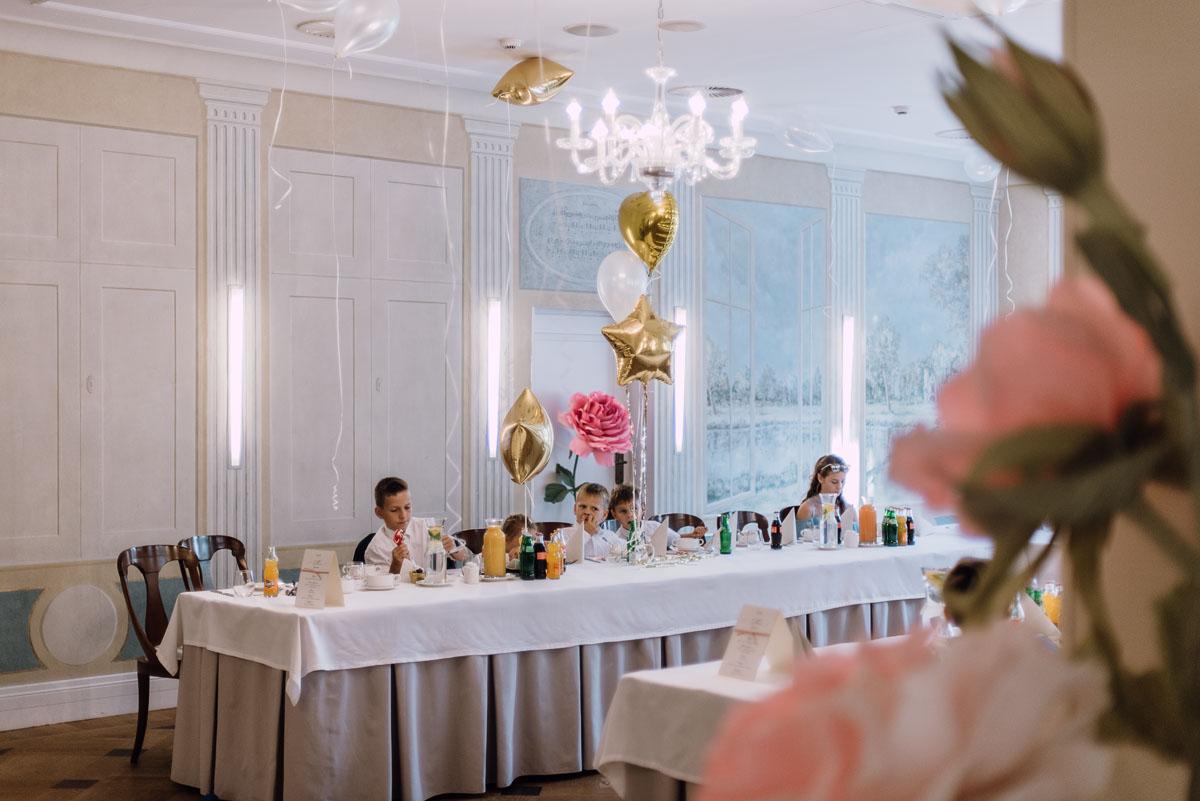 slub-plenerowy-w-kolorze-rozowego-szampana-natalia-i-kazimierz-palac-romantyczny-turzno-swietliste-fotografujemy-emocje-186