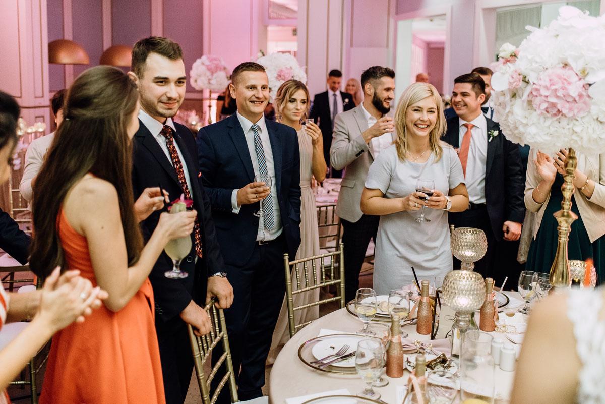slub-plenerowy-w-kolorze-rozowego-szampana-natalia-i-kazimierz-palac-romantyczny-turzno-swietliste-fotografujemy-emocje-191