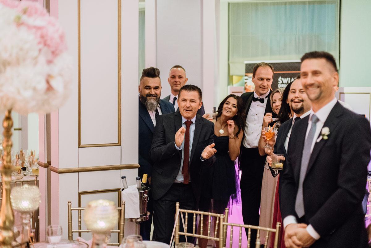 slub-plenerowy-w-kolorze-rozowego-szampana-natalia-i-kazimierz-palac-romantyczny-turzno-swietliste-fotografujemy-emocje-193
