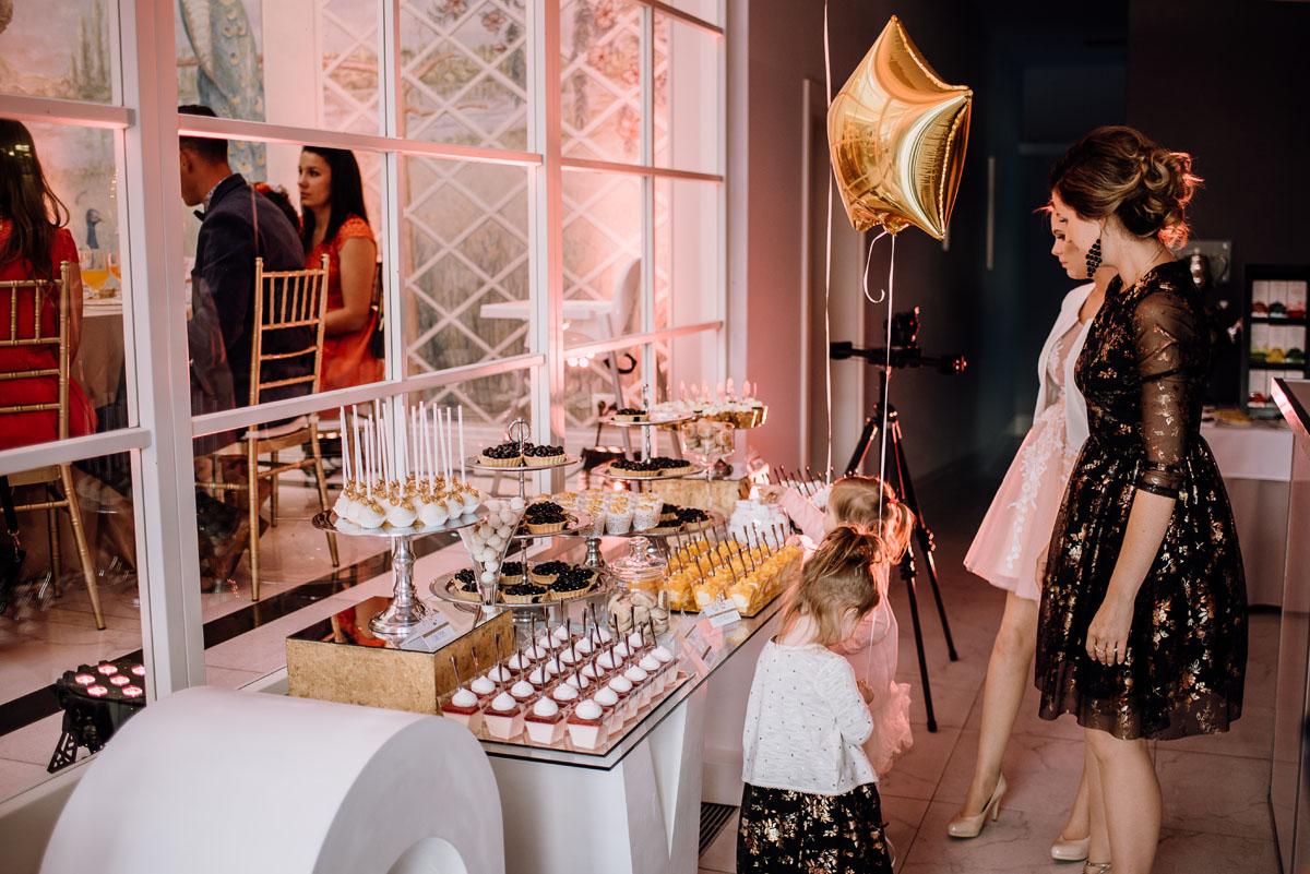 slub-plenerowy-w-kolorze-rozowego-szampana-natalia-i-kazimierz-palac-romantyczny-turzno-swietliste-fotografujemy-emocje-207
