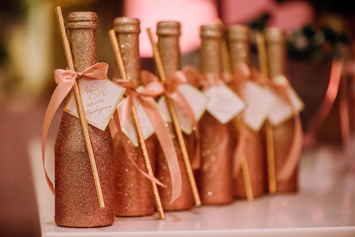 slub-plenerowy-w-kolorze-rozowego-szampana-natalia-i-kazimierz-palac-romantyczny-turzno-swietliste-fotografujemy-emocje-212