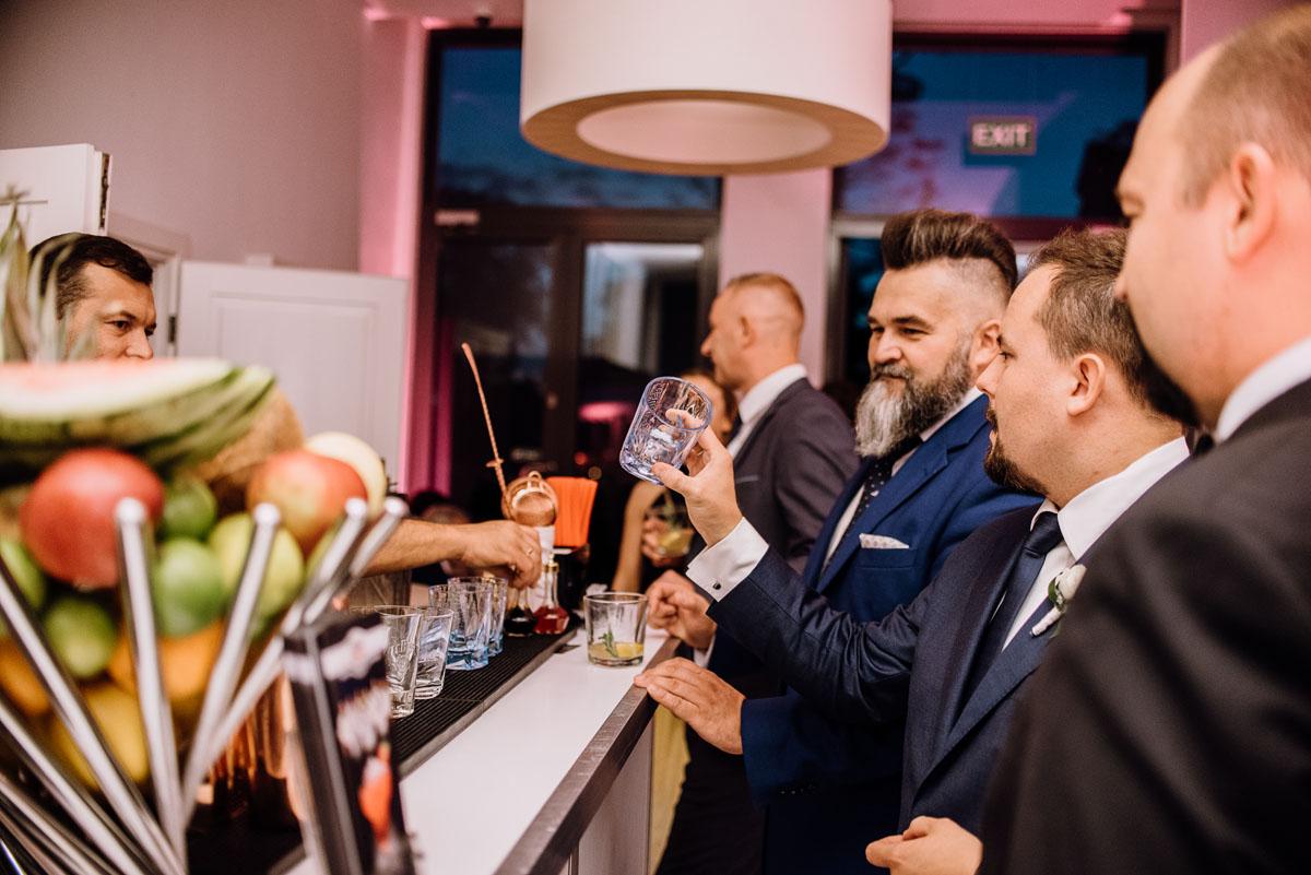 slub-plenerowy-w-kolorze-rozowego-szampana-natalia-i-kazimierz-palac-romantyczny-turzno-swietliste-fotografujemy-emocje-213