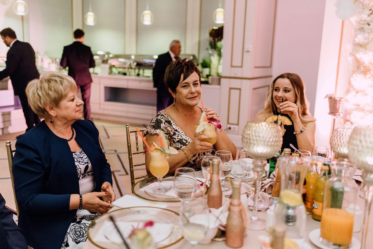 slub-plenerowy-w-kolorze-rozowego-szampana-natalia-i-kazimierz-palac-romantyczny-turzno-swietliste-fotografujemy-emocje-223