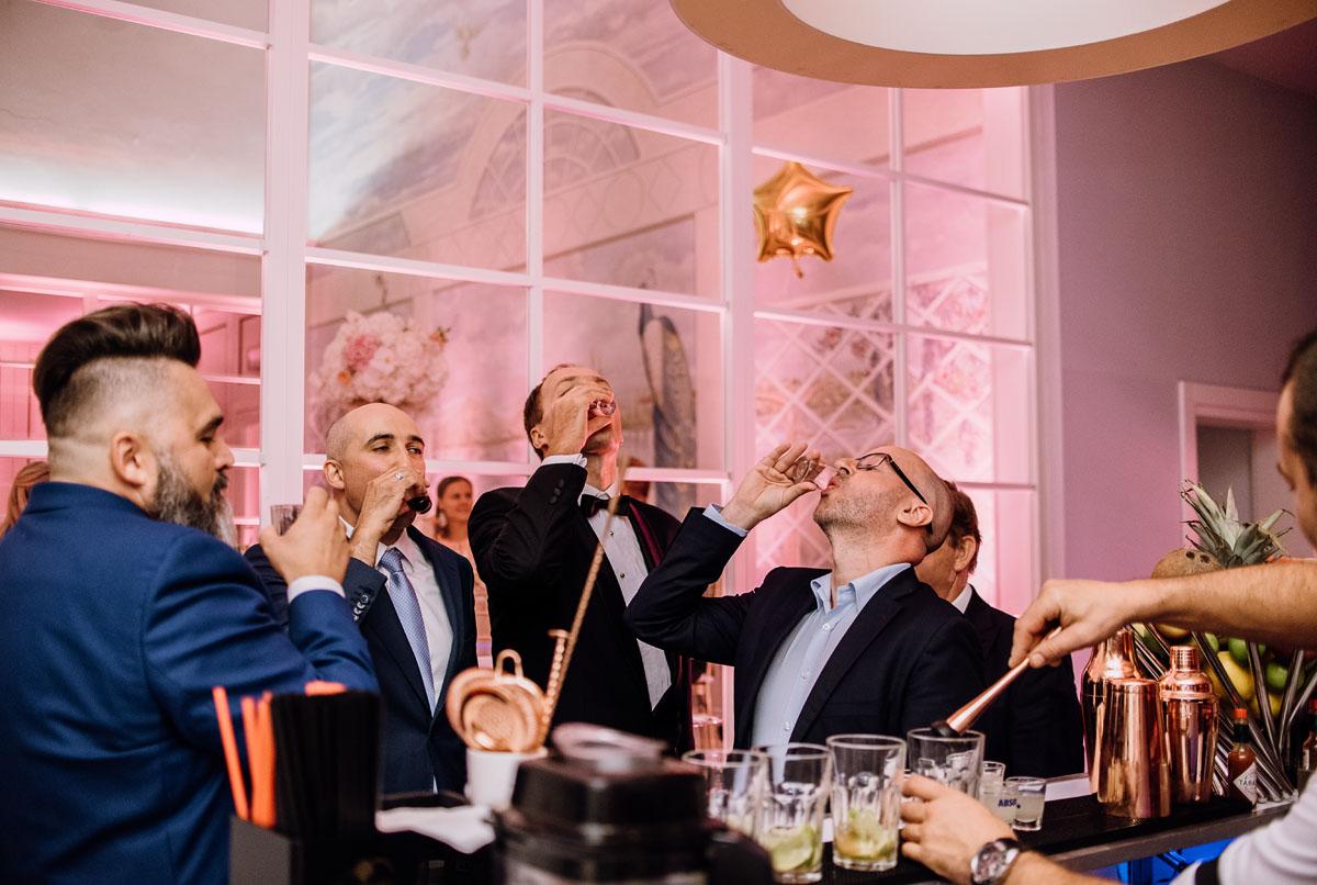 slub-plenerowy-w-kolorze-rozowego-szampana-natalia-i-kazimierz-palac-romantyczny-turzno-swietliste-fotografujemy-emocje-247