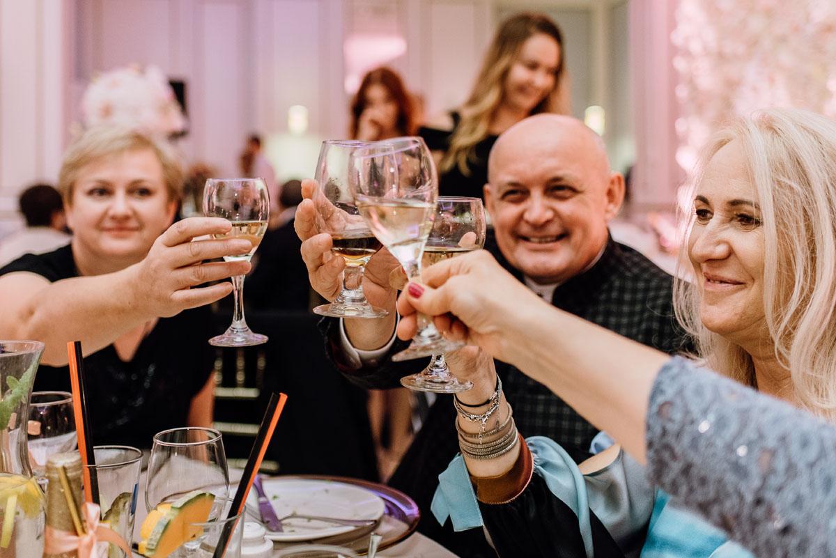 slub-plenerowy-w-kolorze-rozowego-szampana-natalia-i-kazimierz-palac-romantyczny-turzno-swietliste-fotografujemy-emocje-256