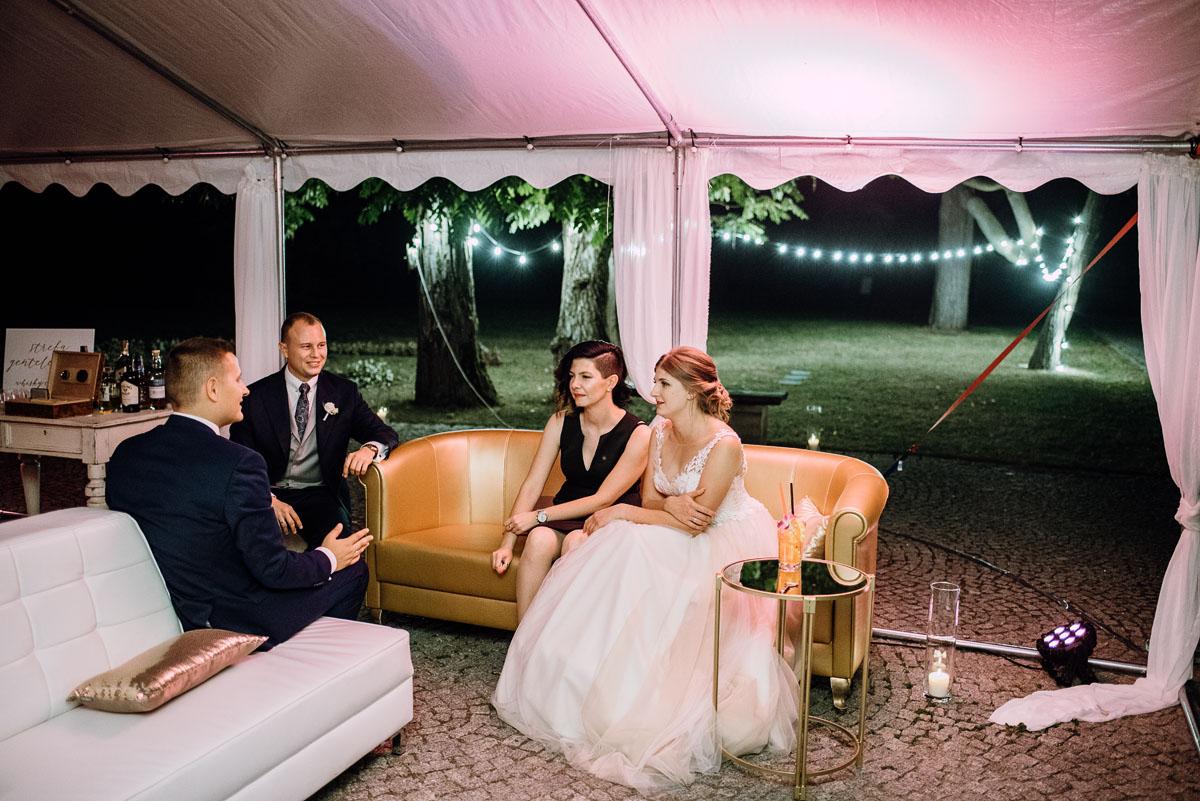 slub-plenerowy-w-kolorze-rozowego-szampana-natalia-i-kazimierz-palac-romantyczny-turzno-swietliste-fotografujemy-emocje-325