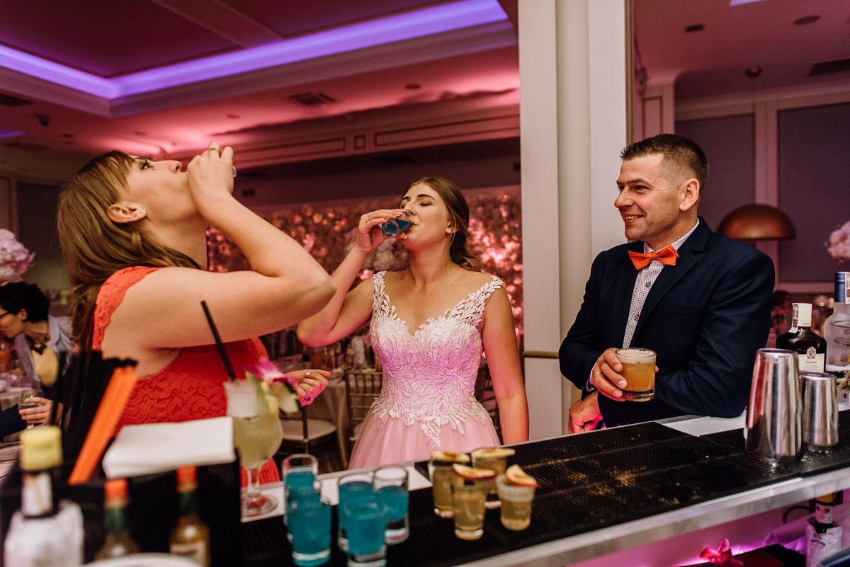 slub-plenerowy-w-kolorze-rozowego-szampana-natalia-i-kazimierz-palac-romantyczny-turzno-swietliste-fotografujemy-emocje-327