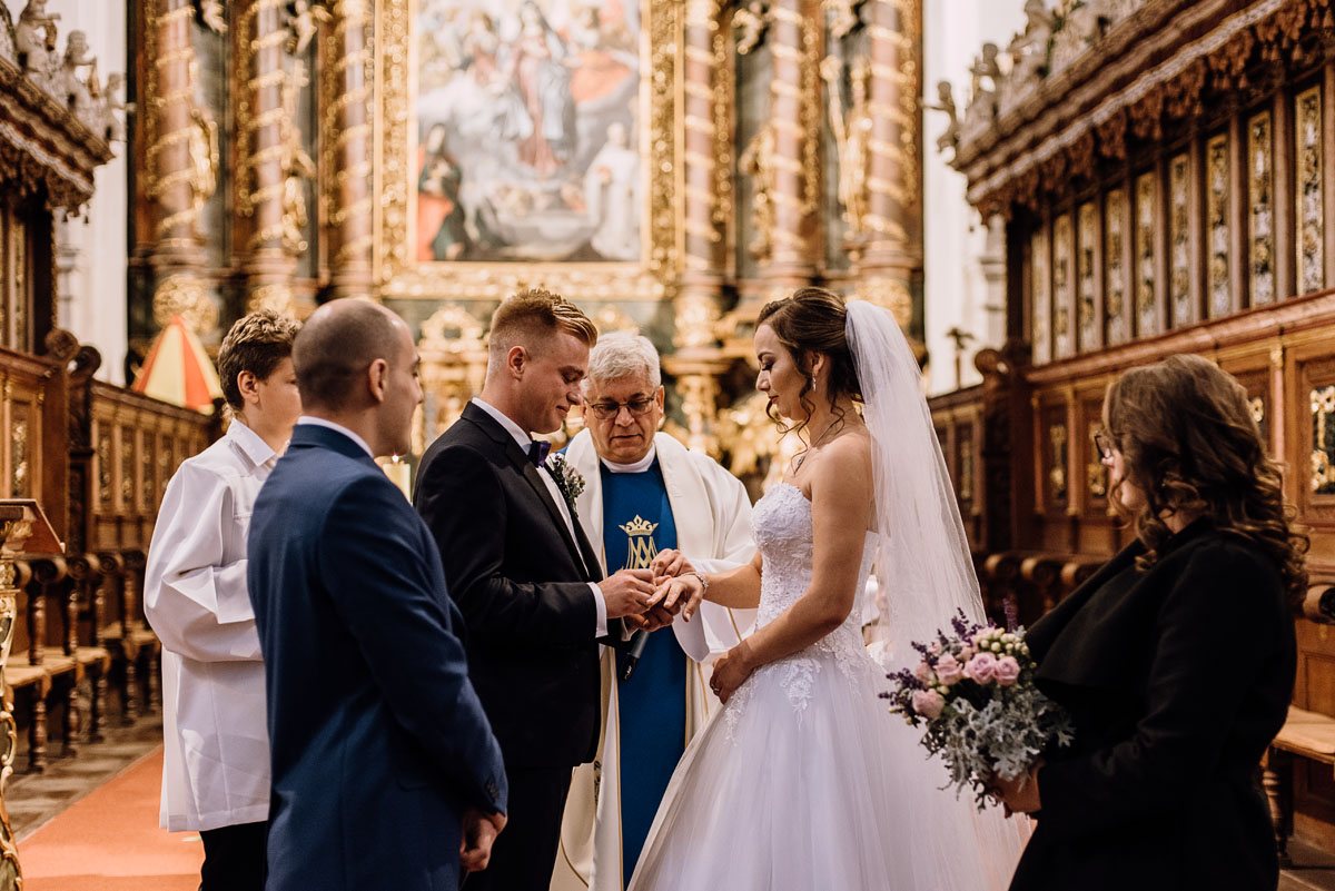 Reportaz-slubny-Bydgoszcz-slub-Bazylika-Wniebowziecia-NMP-Koronowo-wesele-Hotel-Spa-Evita-Tlen-Swietliste-fotografujemy-emocje-Magda-Kamil-082