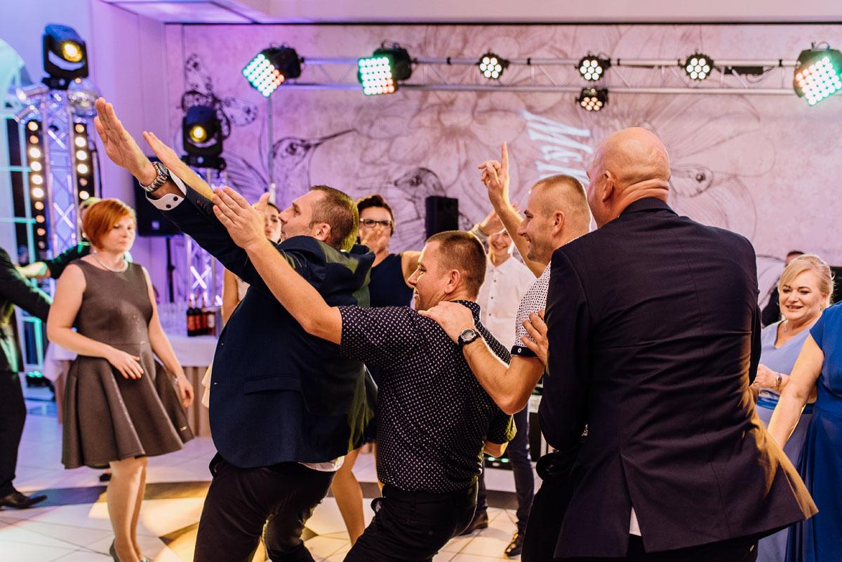 Reportaz-slubny-Bydgoszcz-slub-Bazylika-Wniebowziecia-NMP-Koronowo-wesele-Hotel-Spa-Evita-Tlen-Swietliste-fotografujemy-emocje-Magda-Kamil-154