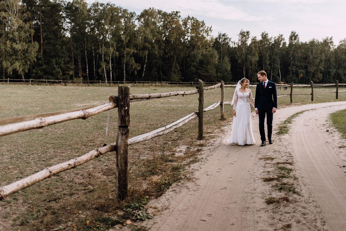 jesienny-plener-slubny-stadnina-koni-Balczewo-Joanna-Michal-003