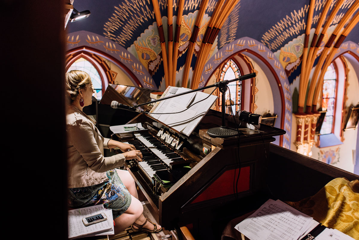 reportaz-slubny-Joanna-Michal-slub-kosciol-sw-Mikolaja-wesele-Gwarek-Slesin-zespol-HeyCity-087