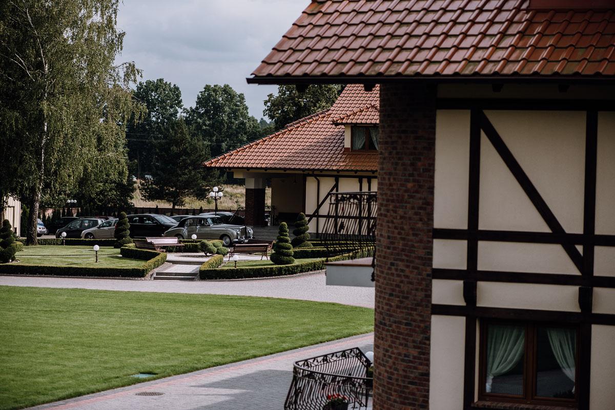 Reportaz-slubny-Bydgoszcz-slub-parafia-Podwyzszenia-Krzyza-Sw-Osie-wesele-Hotel-Spa-Evita-Tlen-Swietliste-fotografujemy-emocje-Patrycja-Dawid-014