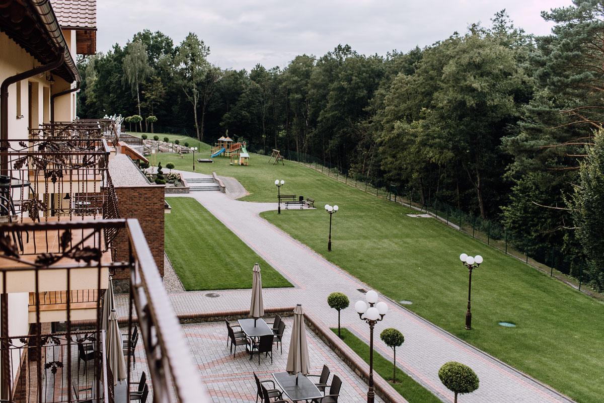 Reportaz-slubny-Bydgoszcz-slub-parafia-Podwyzszenia-Krzyza-Sw-Osie-wesele-Hotel-Spa-Evita-Tlen-Swietliste-fotografujemy-emocje-Patrycja-Dawid-029