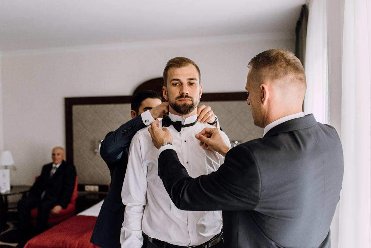 Reportaz-slubny-Bydgoszcz-slub-parafia-Podwyzszenia-Krzyza-Sw-Osie-wesele-Hotel-Spa-Evita-Tlen-Swietliste-fotografujemy-emocje-Patrycja-Dawid-035