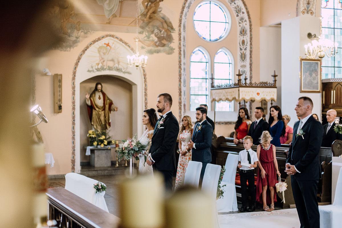 Reportaz-slubny-Bydgoszcz-slub-parafia-Podwyzszenia-Krzyza-Sw-Osie-wesele-Hotel-Spa-Evita-Tlen-Swietliste-fotografujemy-emocje-Patrycja-Dawid-080