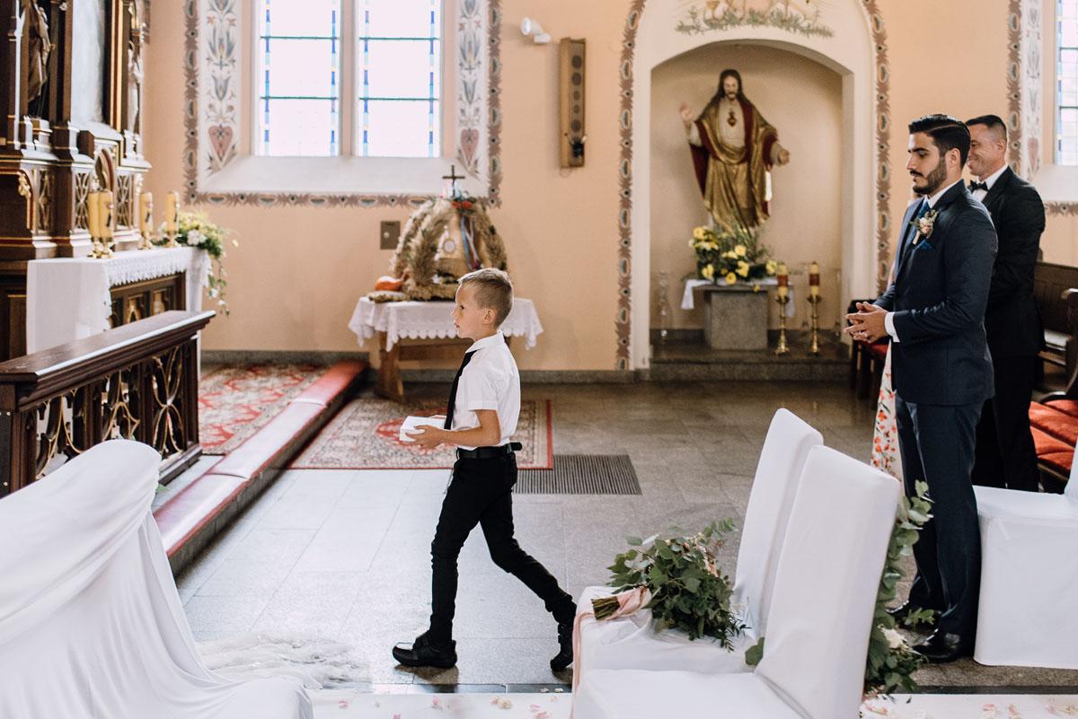 Reportaz-slubny-Bydgoszcz-slub-parafia-Podwyzszenia-Krzyza-Sw-Osie-wesele-Hotel-Spa-Evita-Tlen-Swietliste-fotografujemy-emocje-Patrycja-Dawid-098