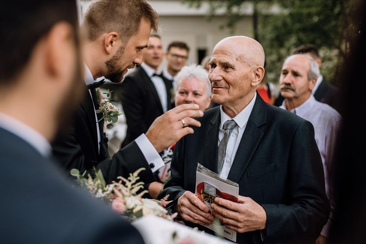 Reportaz-slubny-Bydgoszcz-slub-parafia-Podwyzszenia-Krzyza-Sw-Osie-wesele-Hotel-Spa-Evita-Tlen-Swietliste-fotografujemy-emocje-Patrycja-Dawid-134