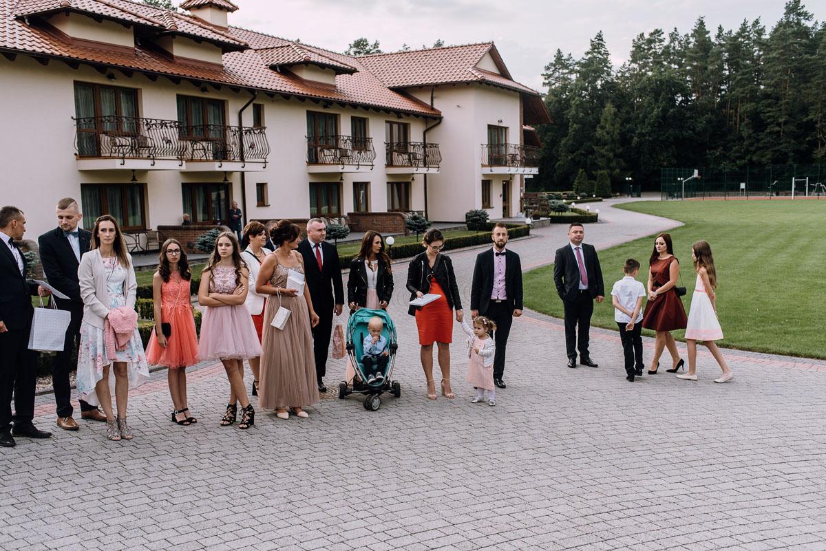 Reportaz-slubny-Bydgoszcz-slub-parafia-Podwyzszenia-Krzyza-Sw-Osie-wesele-Hotel-Spa-Evita-Tlen-Swietliste-fotografujemy-emocje-Patrycja-Dawid-142