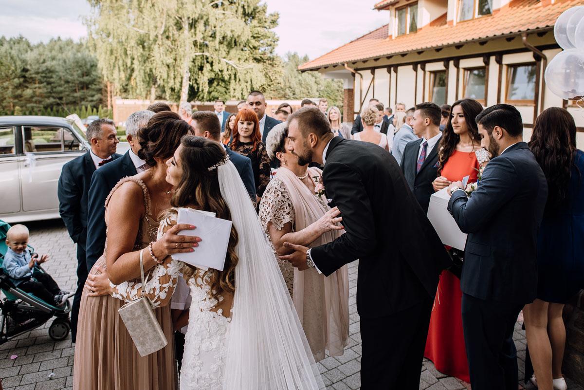 Reportaz-slubny-Bydgoszcz-slub-parafia-Podwyzszenia-Krzyza-Sw-Osie-wesele-Hotel-Spa-Evita-Tlen-Swietliste-fotografujemy-emocje-Patrycja-Dawid-159