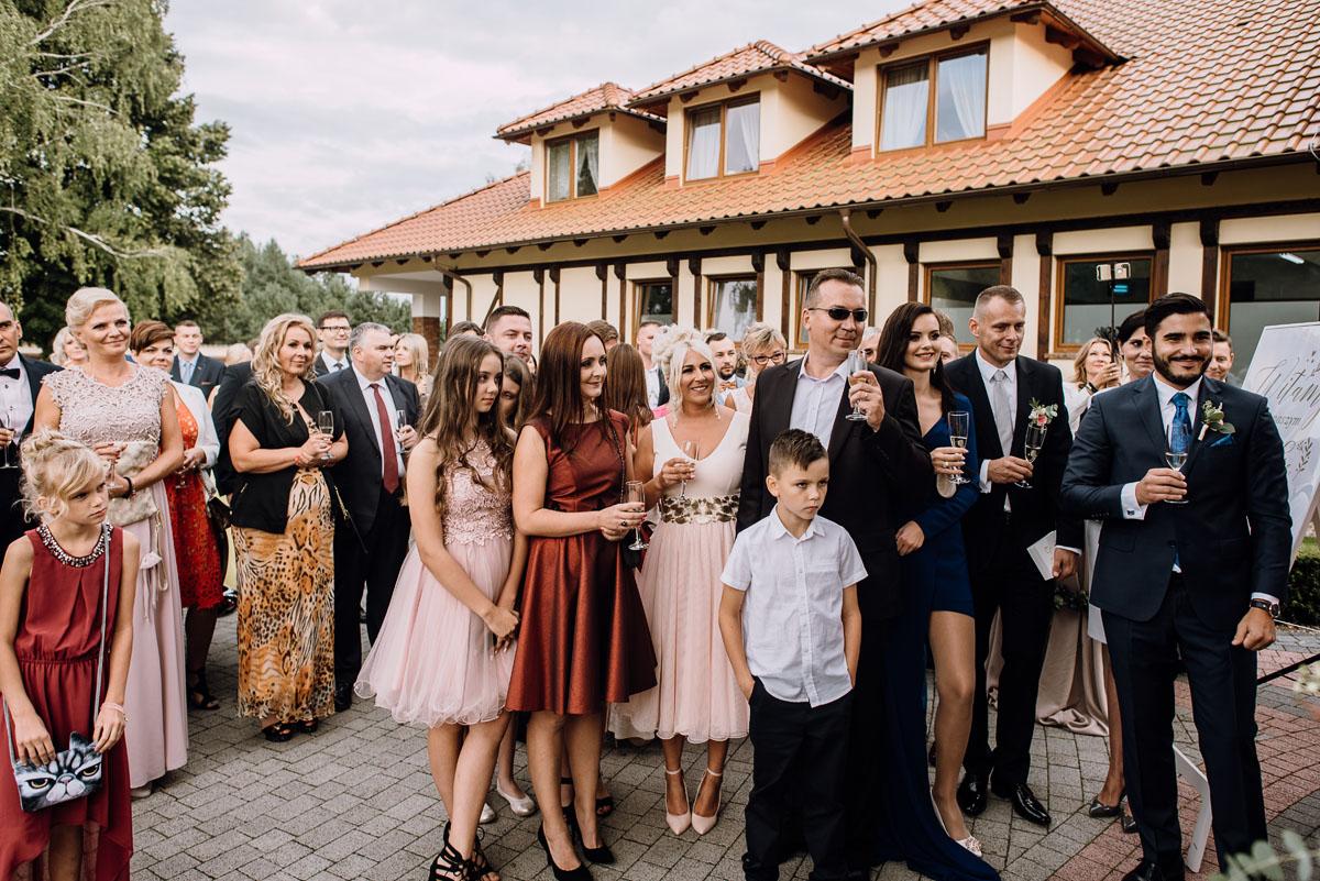 Reportaz-slubny-Bydgoszcz-slub-parafia-Podwyzszenia-Krzyza-Sw-Osie-wesele-Hotel-Spa-Evita-Tlen-Swietliste-fotografujemy-emocje-Patrycja-Dawid-163