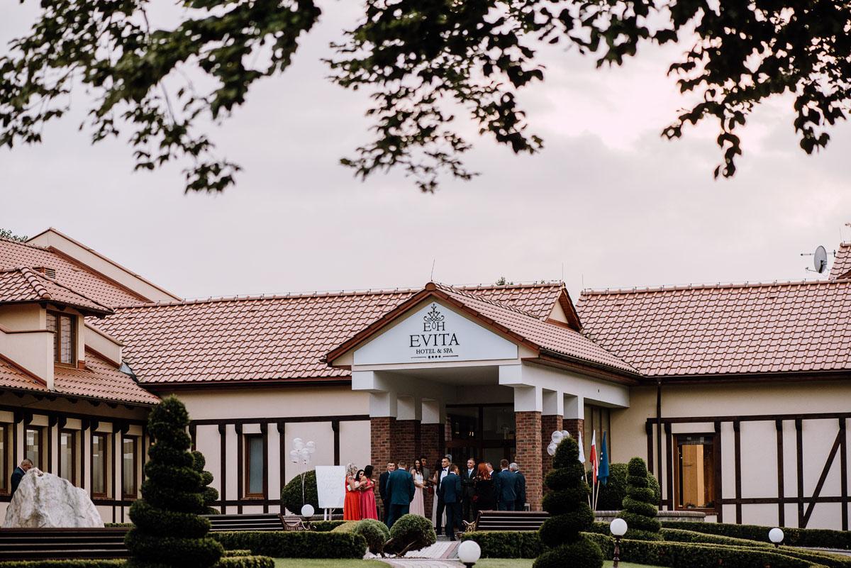 Reportaz-slubny-Bydgoszcz-slub-parafia-Podwyzszenia-Krzyza-Sw-Osie-wesele-Hotel-Spa-Evita-Tlen-Swietliste-fotografujemy-emocje-Patrycja-Dawid-176