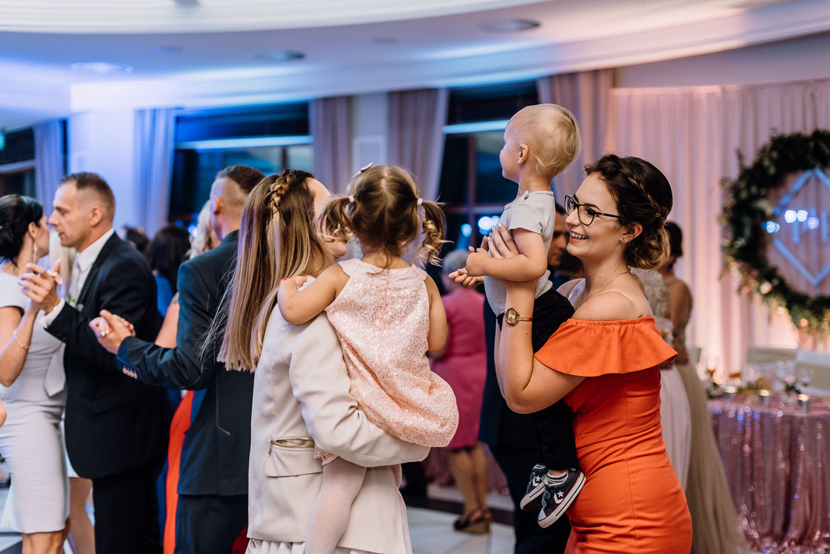 Reportaz-slubny-Bydgoszcz-slub-parafia-Podwyzszenia-Krzyza-Sw-Osie-wesele-Hotel-Spa-Evita-Tlen-Swietliste-fotografujemy-emocje-Patrycja-Dawid-194