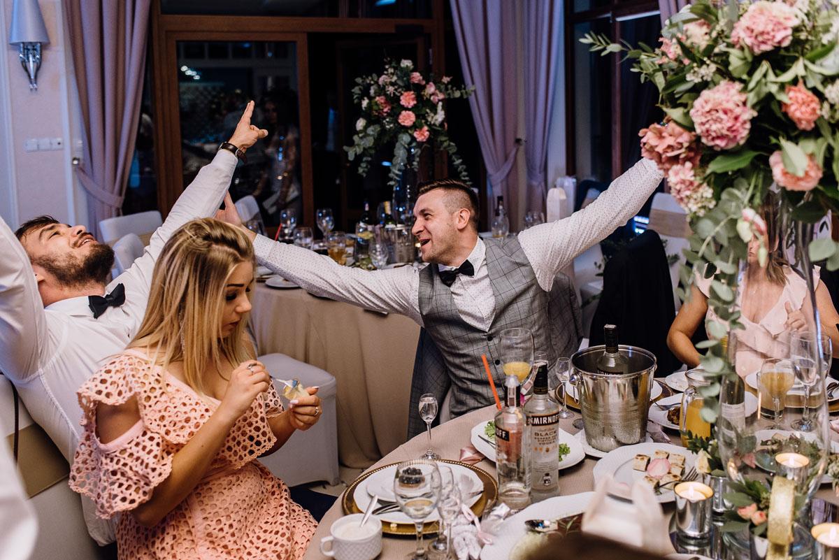 Reportaz-slubny-Bydgoszcz-slub-parafia-Podwyzszenia-Krzyza-Sw-Osie-wesele-Hotel-Spa-Evita-Tlen-Swietliste-fotografujemy-emocje-Patrycja-Dawid-224