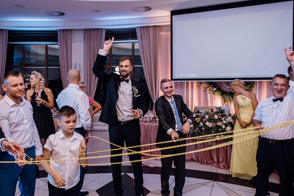 Reportaz-slubny-Bydgoszcz-slub-parafia-Podwyzszenia-Krzyza-Sw-Osie-wesele-Hotel-Spa-Evita-Tlen-Swietliste-fotografujemy-emocje-Patrycja-Dawid-242