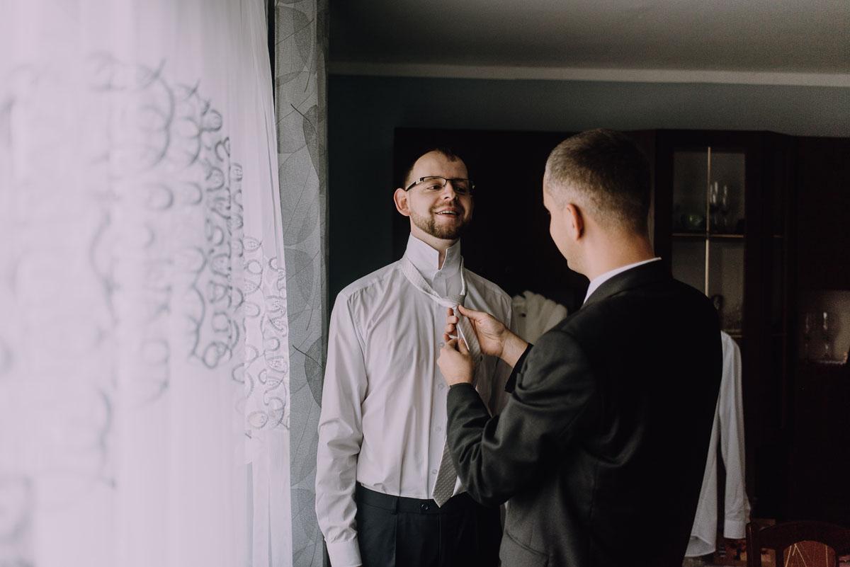 Reportaz-slubny-Laskowice-slub-parafia-Niepokalanego-Serca-NMP-Hotel-Vistula-Swiecie-Swietliste-fotografujemy-emocje-Kasia-Blazej-009