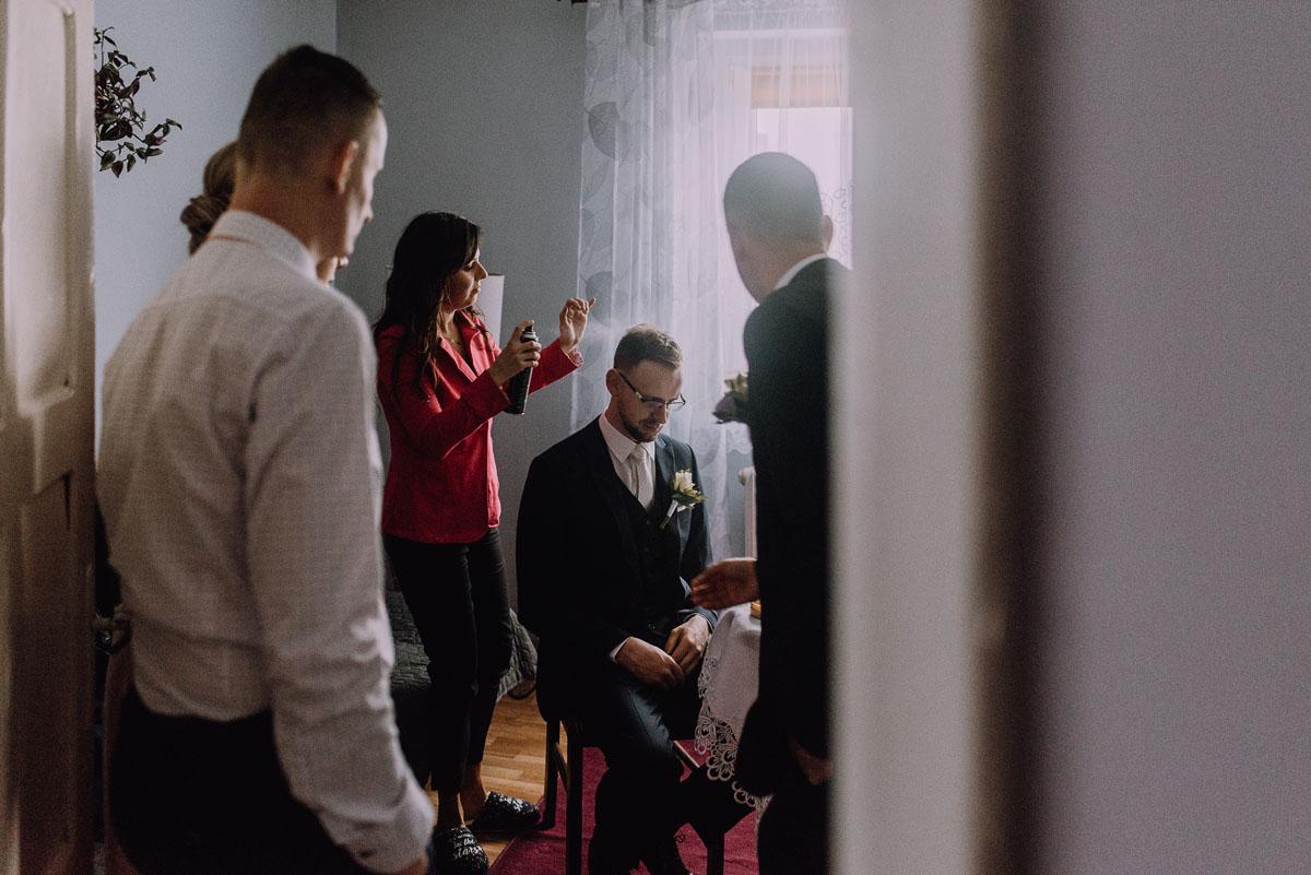 Reportaz-slubny-Laskowice-slub-parafia-Niepokalanego-Serca-NMP-Hotel-Vistula-Swiecie-Swietliste-fotografujemy-emocje-Kasia-Blazej-013