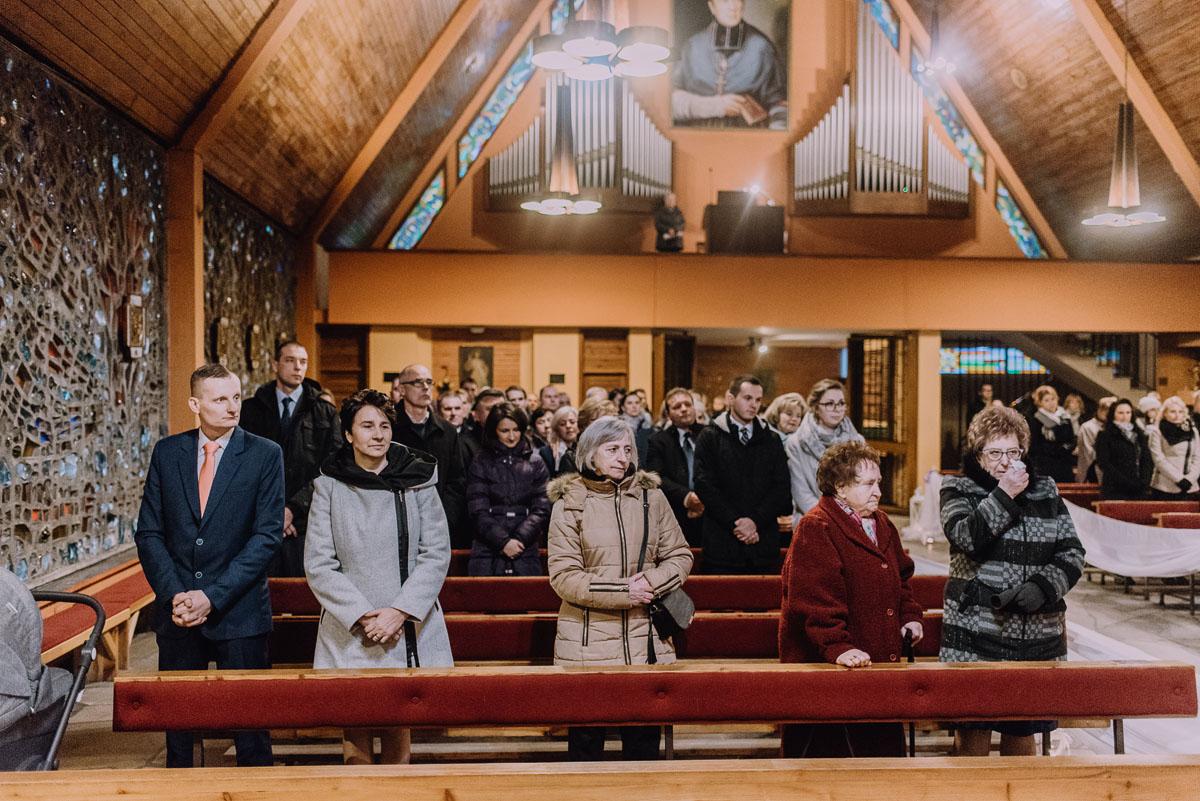 Reportaz-slubny-Laskowice-slub-parafia-Niepokalanego-Serca-NMP-Hotel-Vistula-Swiecie-Swietliste-fotografujemy-emocje-Kasia-Blazej-051