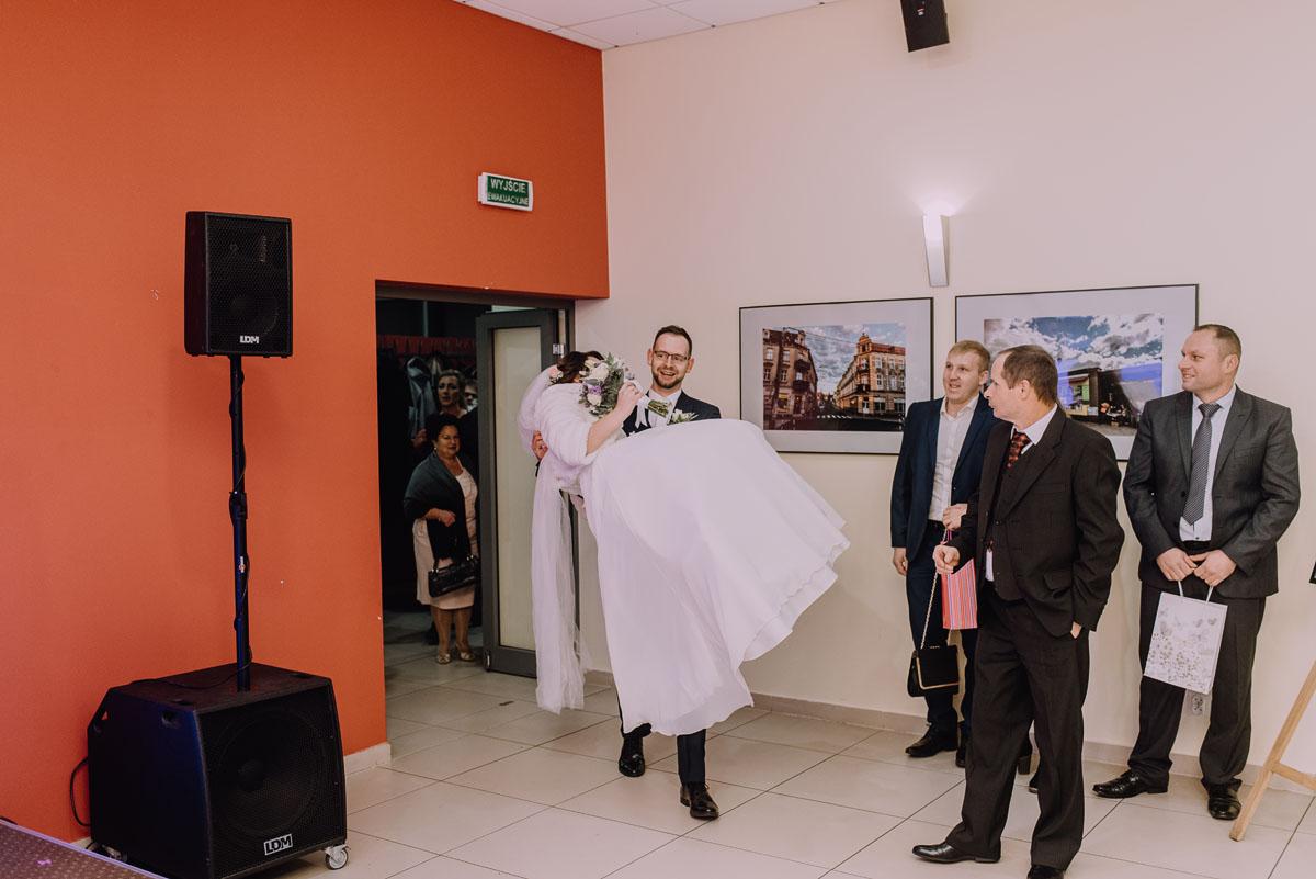 Reportaz-slubny-Laskowice-slub-parafia-Niepokalanego-Serca-NMP-Hotel-Vistula-Swiecie-Swietliste-fotografujemy-emocje-Kasia-Blazej-069